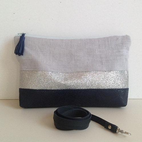 Pochette transformable en sac à main. Cuir texturé , lin lavé et paillettes.