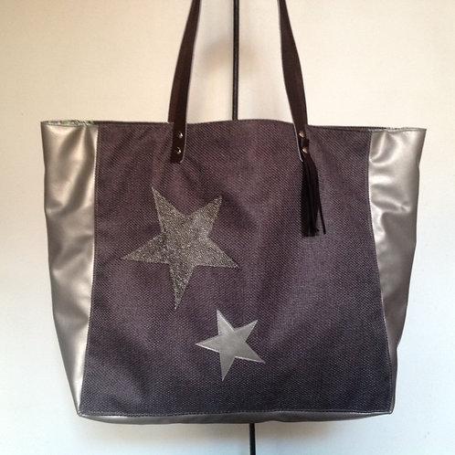 Sac cabas XXL en toile et simili avec étoiles.
