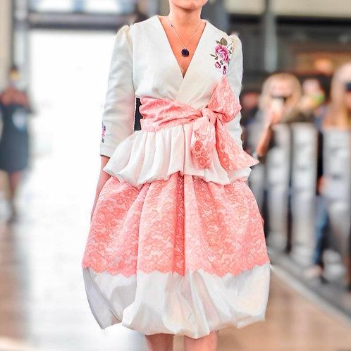 Beautiful dress of lace with embroidery, taffeta, acrylic and silk