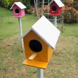 Vogelhäuser mit Quikset befestigt