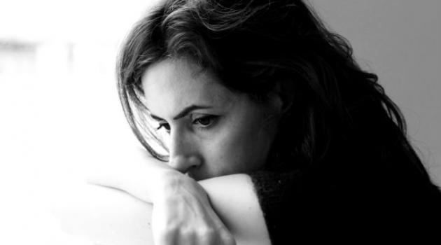 como identificar os sintomas da depressão, mulher deprimida