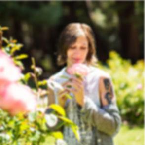 Anna-portraits-rose.jpg