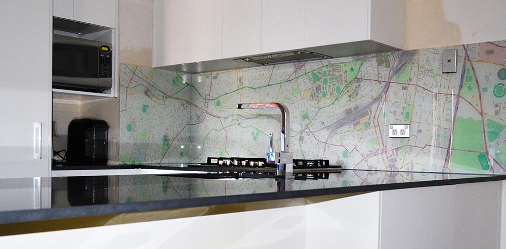 חיפוי זכוכית למטבח מפה.jpg