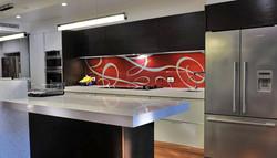 חיפוי זכוכית למטבח טקסטורה אדומה.jpg