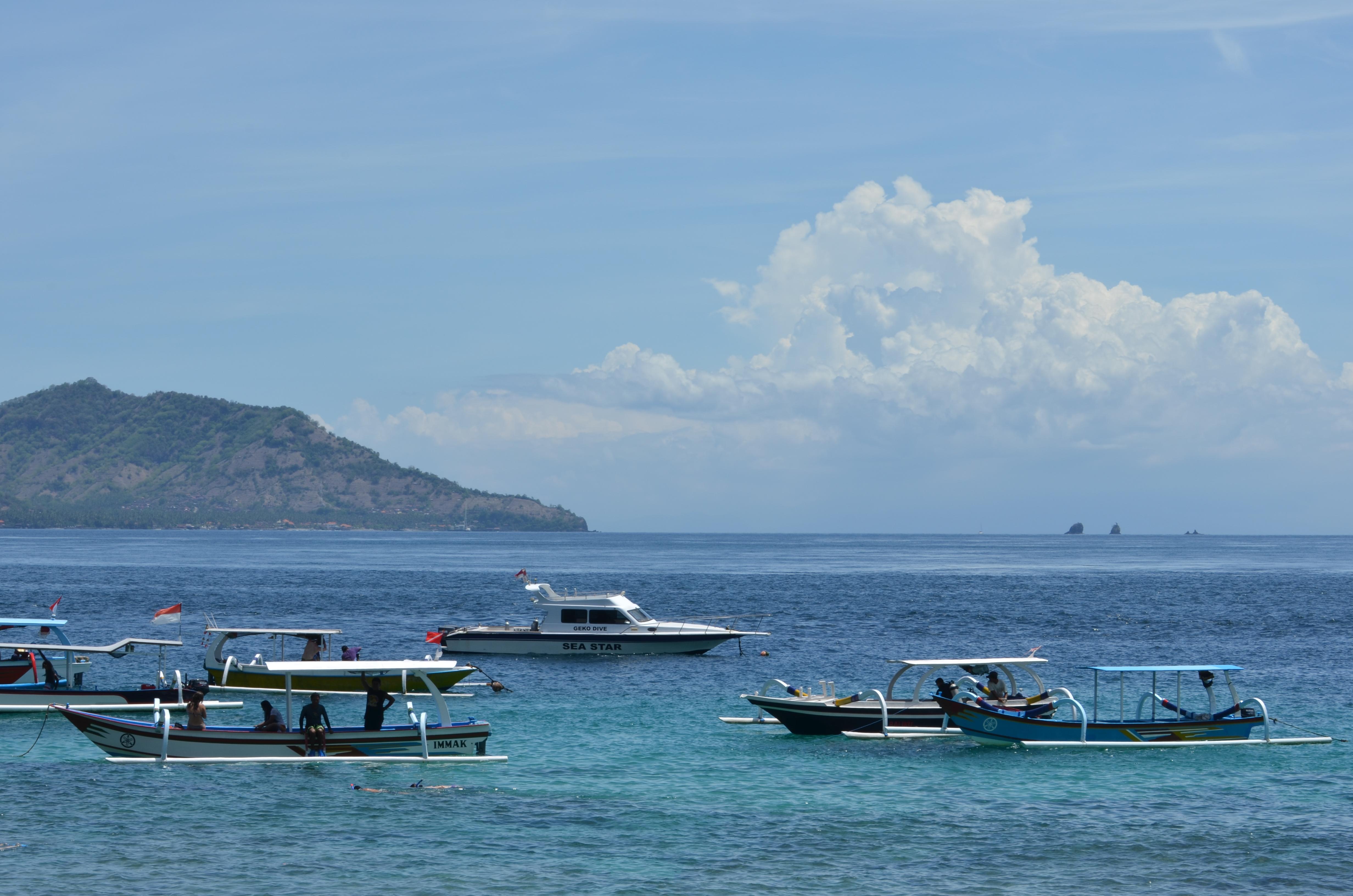 Boat to beautiful Blue Lagoon