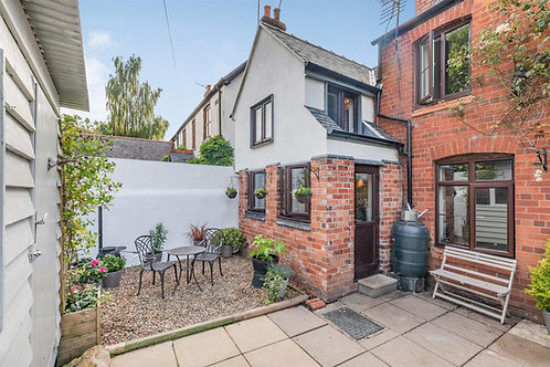 2 Bed Character Property - Daywell , Gobowen