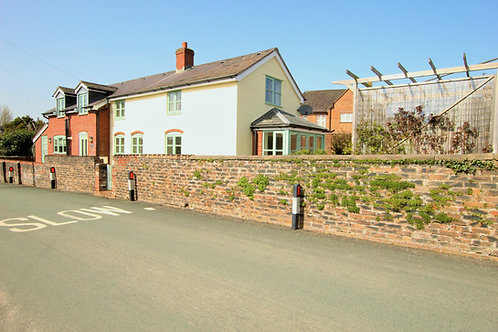 3 Bed Detached Family Cottage - Middleton Road, Oswestry