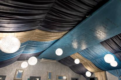 Particolare tende sul soffitto salone delle feste