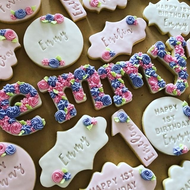 Fondant Biscuit with Royal Icing Detail