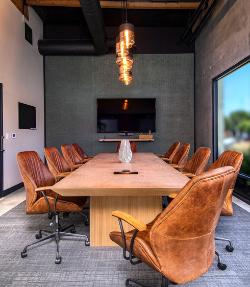 Spacious meeting room helps your team feel relaxed and ready to work