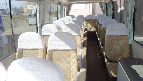 マイクロバス車内