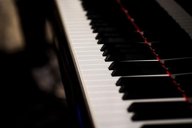 Reharmonizing Jazz Piano Songs for Guitar: The Basics