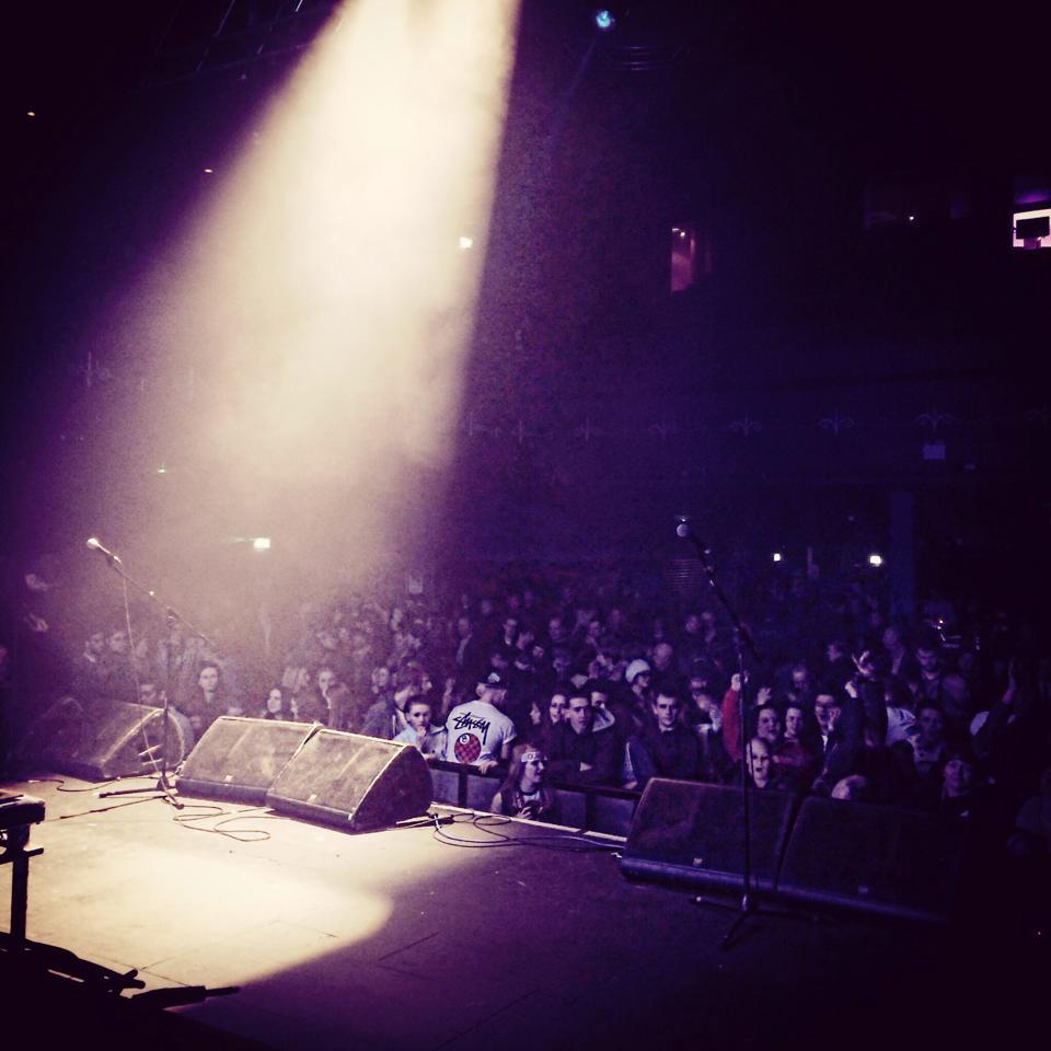 Large Crowd - Leeds-2