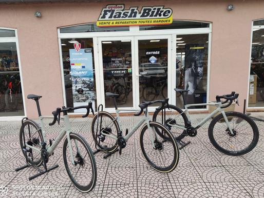 En exclusivité chez les cycles FlashBike, venez essayer le nouveau BMC Roadmachine 01 THREE 2021 *