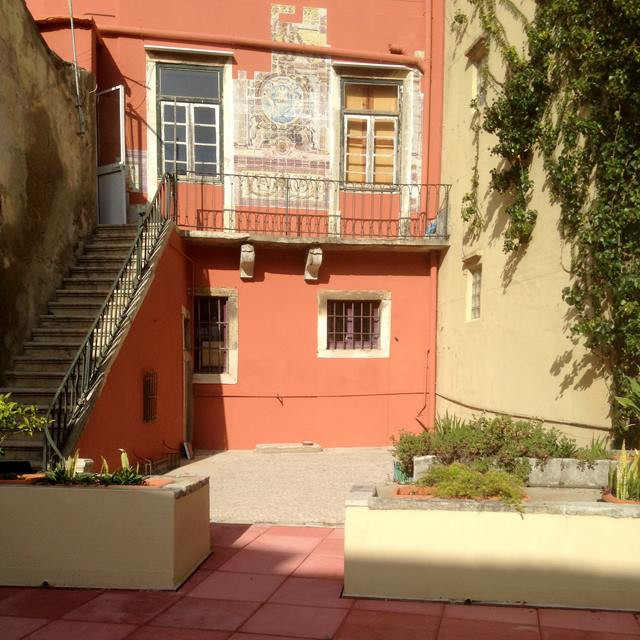 Lisbon bed and breakfast with terrace