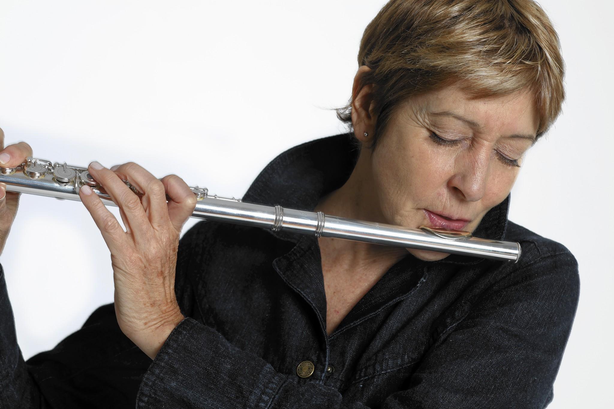 Ali_Ryerson_playing_flute.jpg