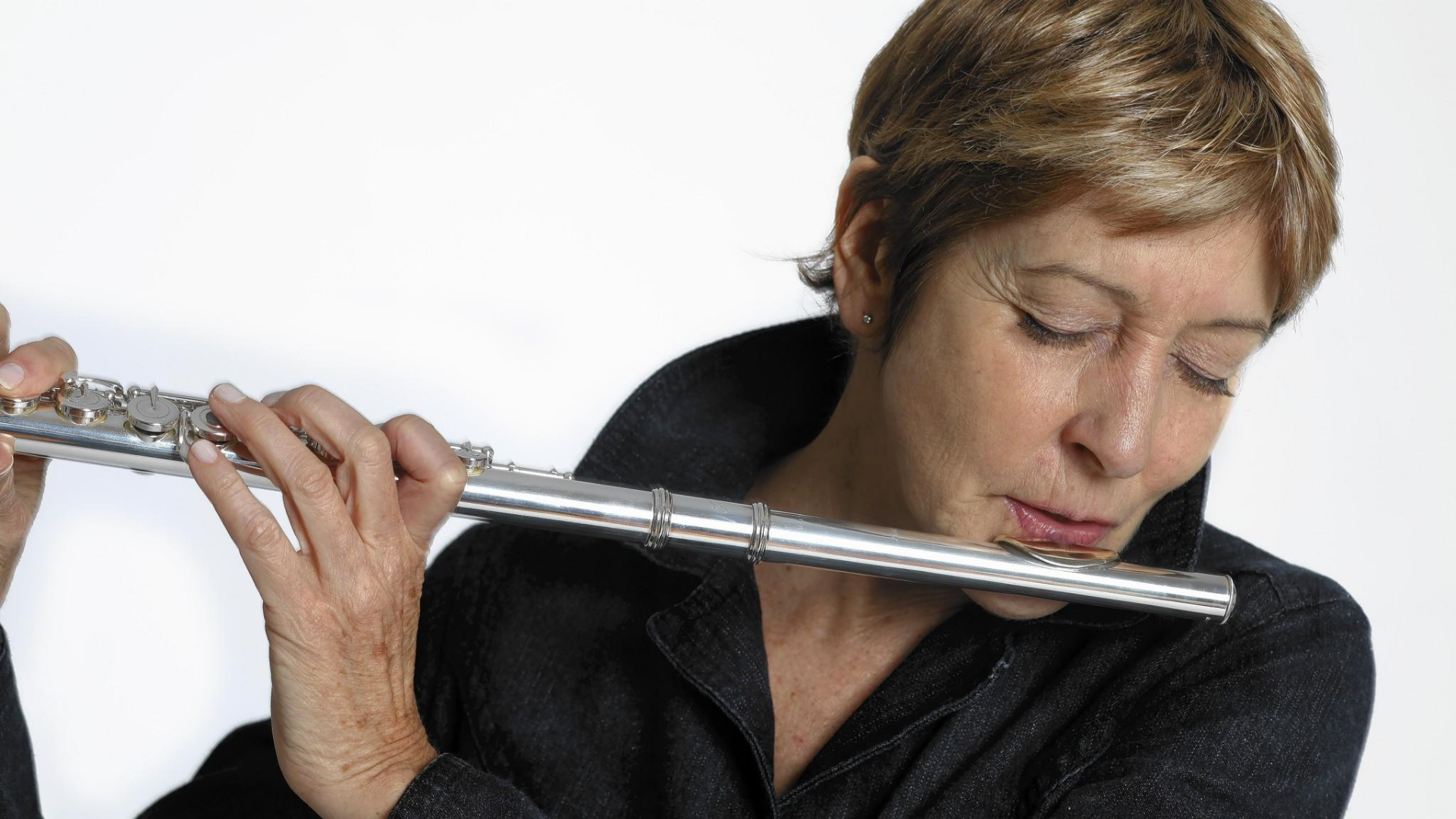 Ali_Ryerson_playing_flute_edited.jpg