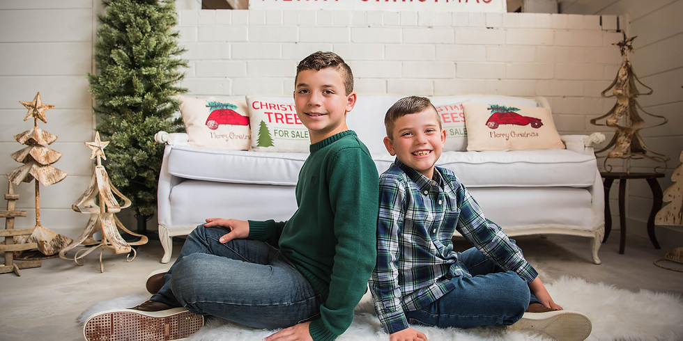 Christmas Mini Sessions at Upstairs on Broad