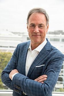 Matthias Sandmayr Anzug Portrait.jpg