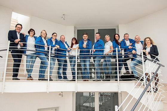 Gruppenbild Projekt Treppenhaus Geländer