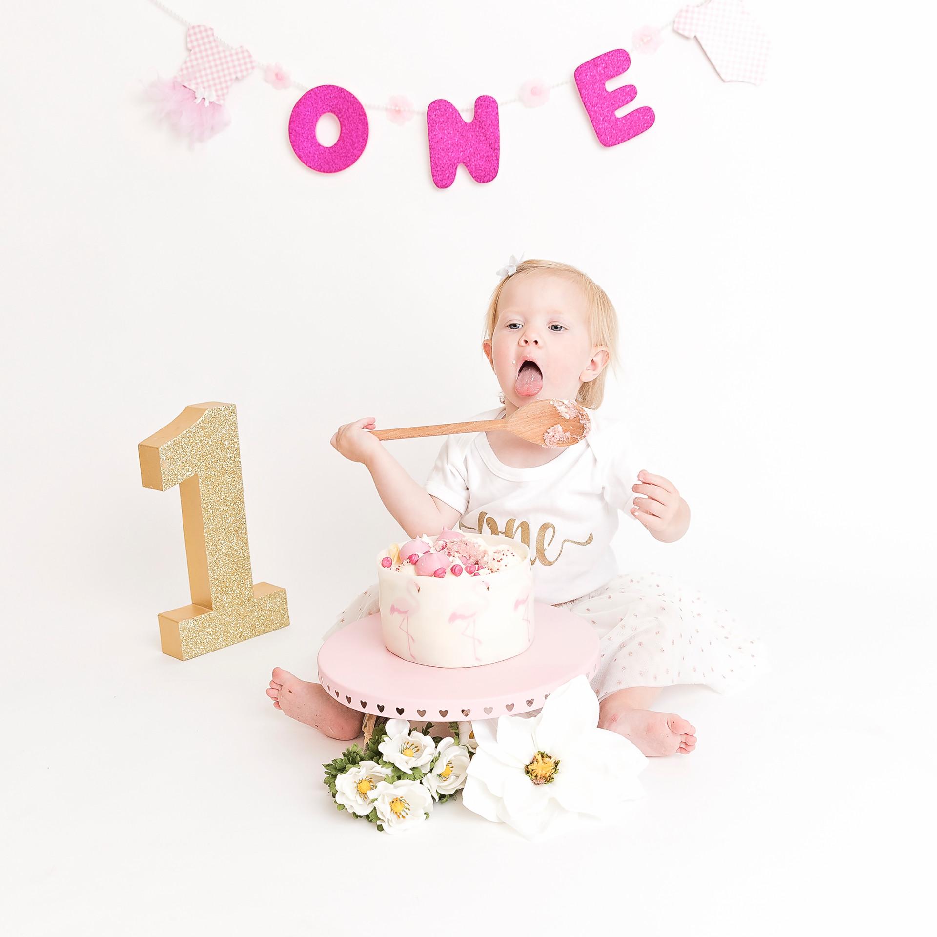 Baby girl first birthday cake smash and bath splash wirral photographer