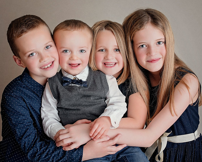 Family photoshoot wirral, chidlren together, family and baby