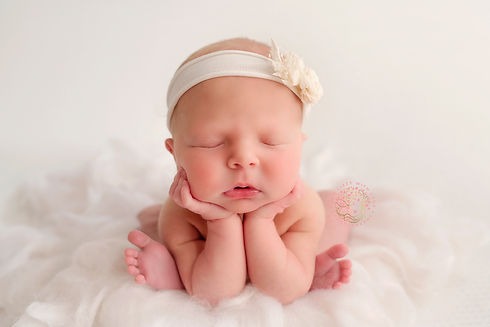 The Froggy Pose Newborn photography Wirr