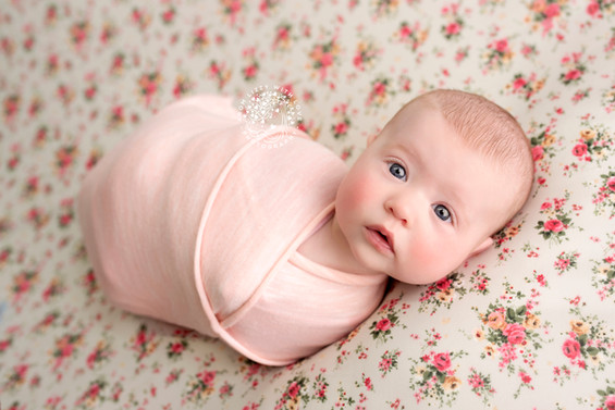 older newborn baby photoshoot