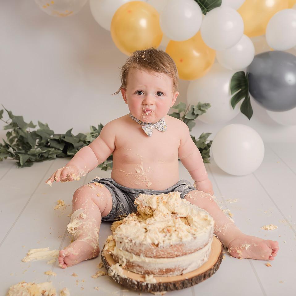 Cake smash wirral studio