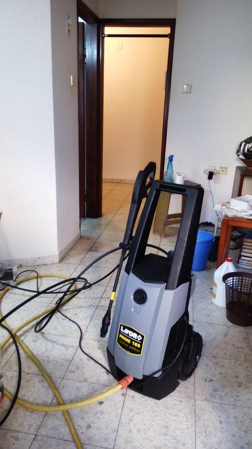 מכשיר לפתיחת סתימה בשירותים