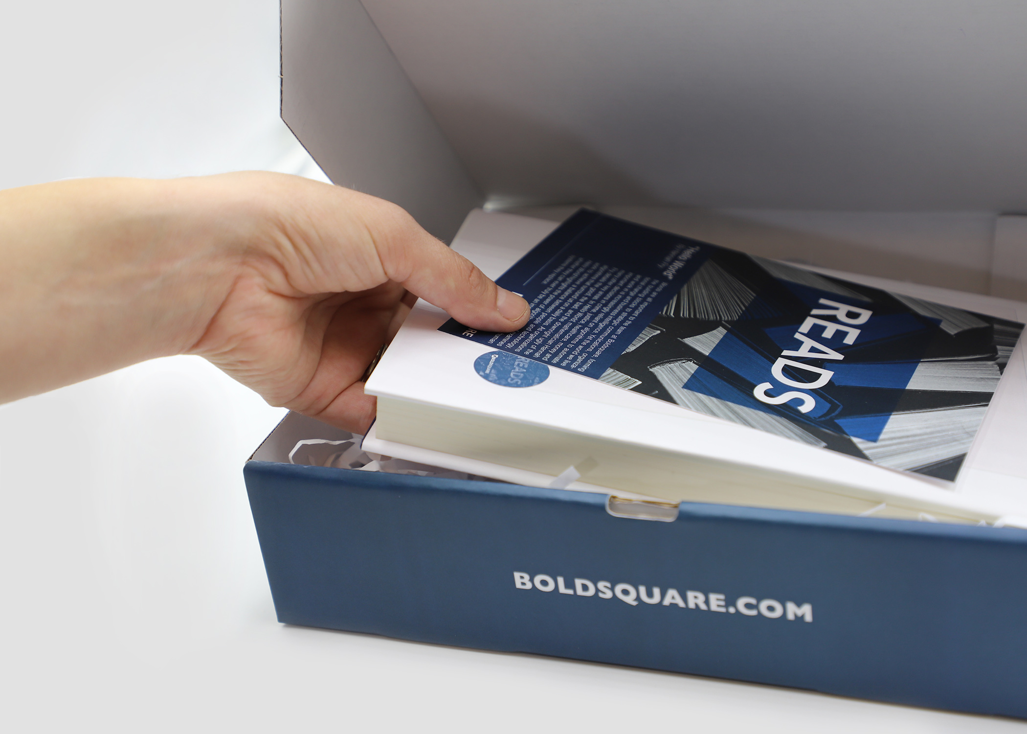 Boldsquare_package_hand