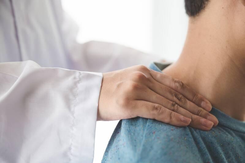 neck adjustment to relieve neck pain