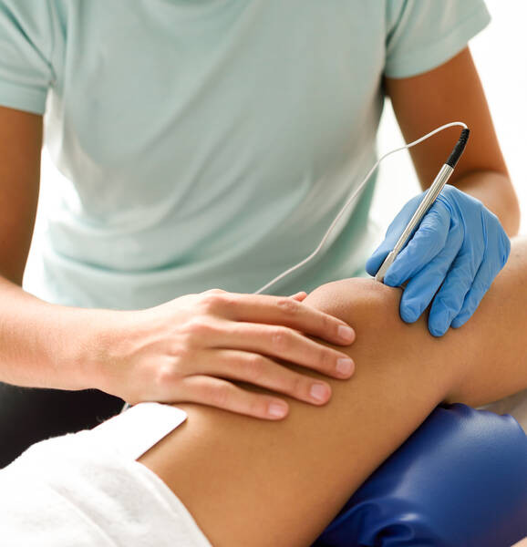 electroacupuncture dry with needle on knee