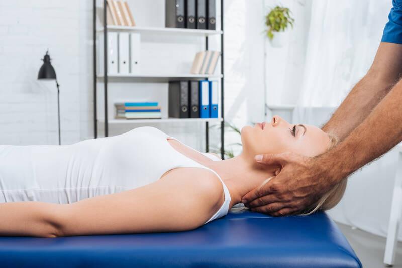 chiropractic adjustment for neck pain relief