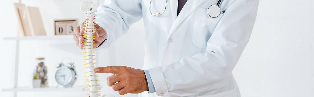 chiropractor explaining how atlas orthogonal chiropractic treatment works