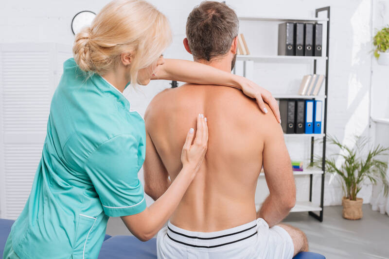 chiropractic adjustment for spine misalignment