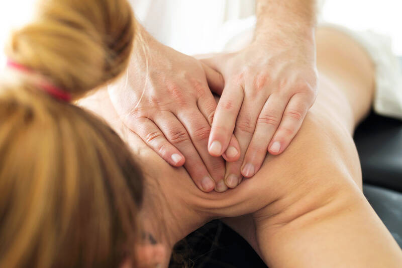 physiotherapist doing chiropractic treatment