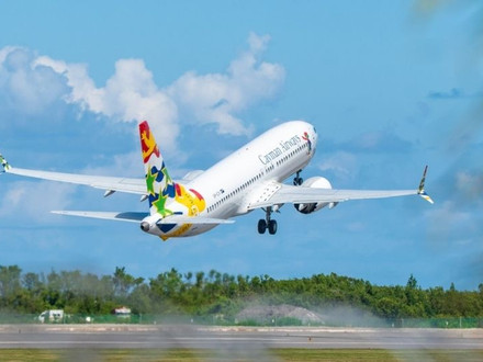 Cayman Airways celebrates relaunch of Tampa commercial flights