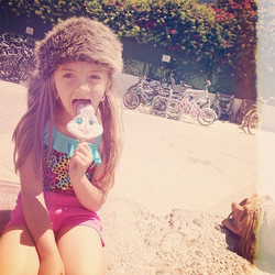 To me this photo pretty much embodies summer.jpg Lol coonskin hat, swinsuit and a bugs bunny popsicl