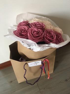 Ramo 12 rosas 2 colores 290.000.JPG