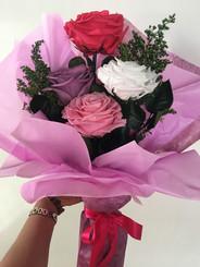 Ramo 4 rosas premium $125.000 cuatro col
