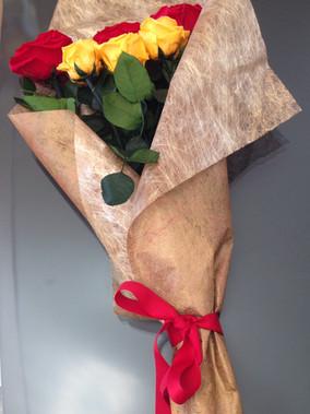 Ramo 6 rosas Premium y Estandar $145.000