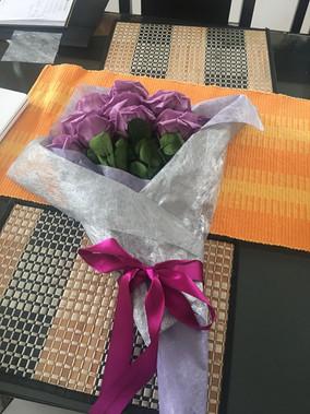ramo 12 rosas $295.000.JPG