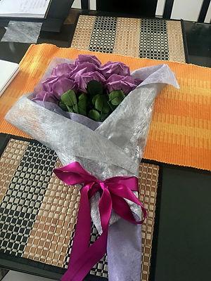 ramo 12 rosas $295.000 LIV.jpeg
