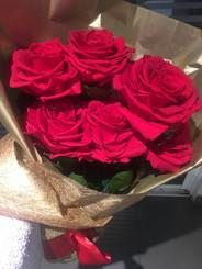 ramo 6 rosas Premium $145.000 (3).JPG