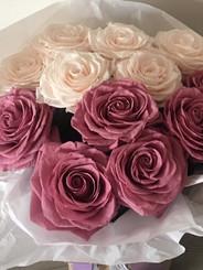Ramo 12 rosas premium $295.0002 colores.