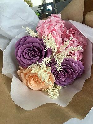 Ramo 3 rosas y hortensias $133.000 LIV.j