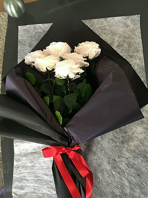 Ramo 6 rosas unicolor $145.000 LIV.jpeg