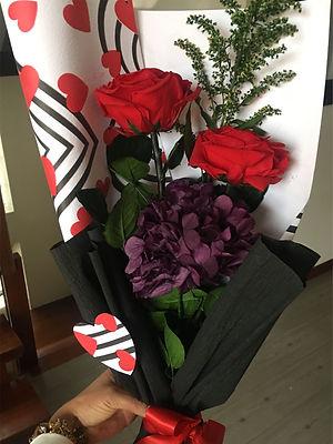 ramo 2 rosas y hortensias $89.000 LIV.jp