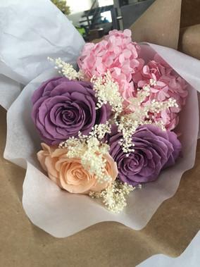 Ramo 3 rosas y hortensias $133.000.JPG